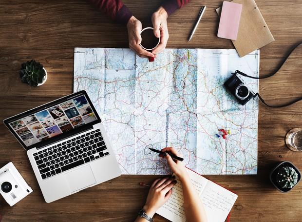 Planejar a viagem ajuda você não esquecer de nenhum lugar importante que gostaria de conhecer (Foto: Pexels)