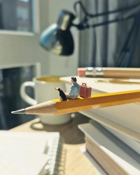 Derrick Lin criou um avião com ajuda de objetos do escritório