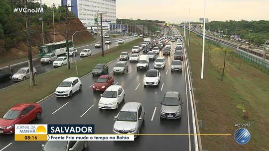 Chuva em Salvador deixa trânsito lento em vários pontos da cidade; veja