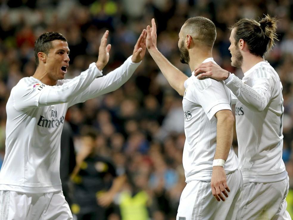 Com Cristiano Ronaldo, Benzema e Bale tinham menos mobilidade — Foto: EFE