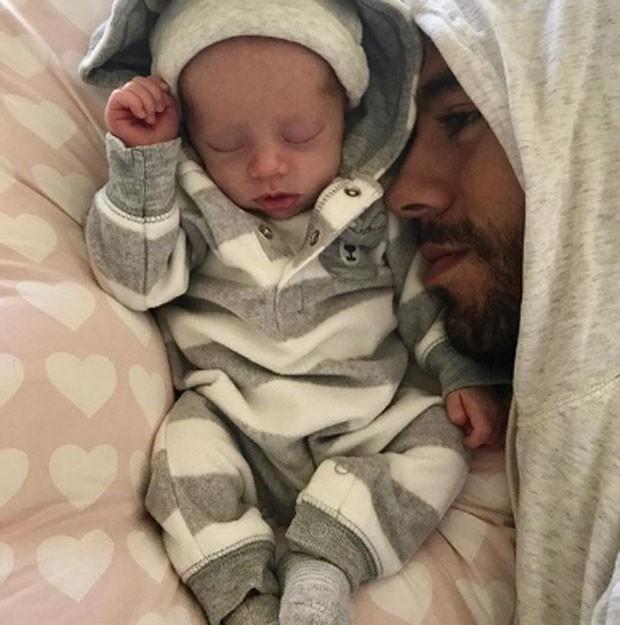 Enrique Iglesias e filho (Foto: Reprodução)