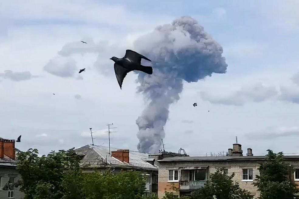 Explosão em Dzerzhinsk, a 400 quilômetros de Moscou, deixou feridos neste sábado (1) — Foto: Alina Yegorova/AP