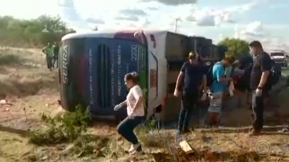 Grupo religioso de Araçariguama (SP) se envolveu em acidente na Bahia — Foto: Reprodução/TV TEM