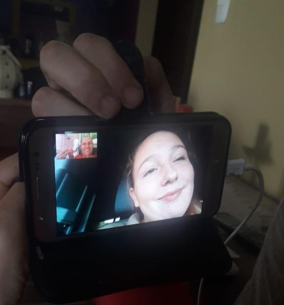 Adolescente retomou o contato com a família após ficar cerca de três semanas retida em centro de imigrantes ilegais  — Foto: Arquivo Pessoal