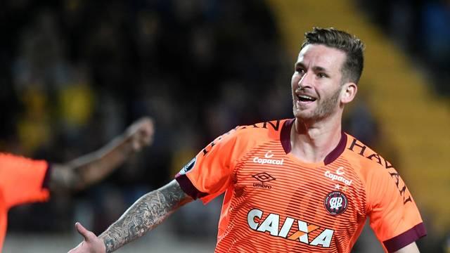 Léo Pereira, Peñarol x Atlético-PR