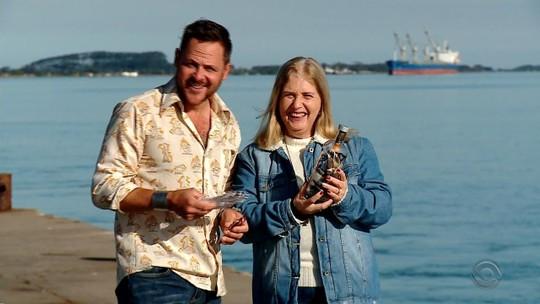 Após encontrar carta que cruzou oceano em uma garrafa, brasileira recebe visita de autor americano no RS