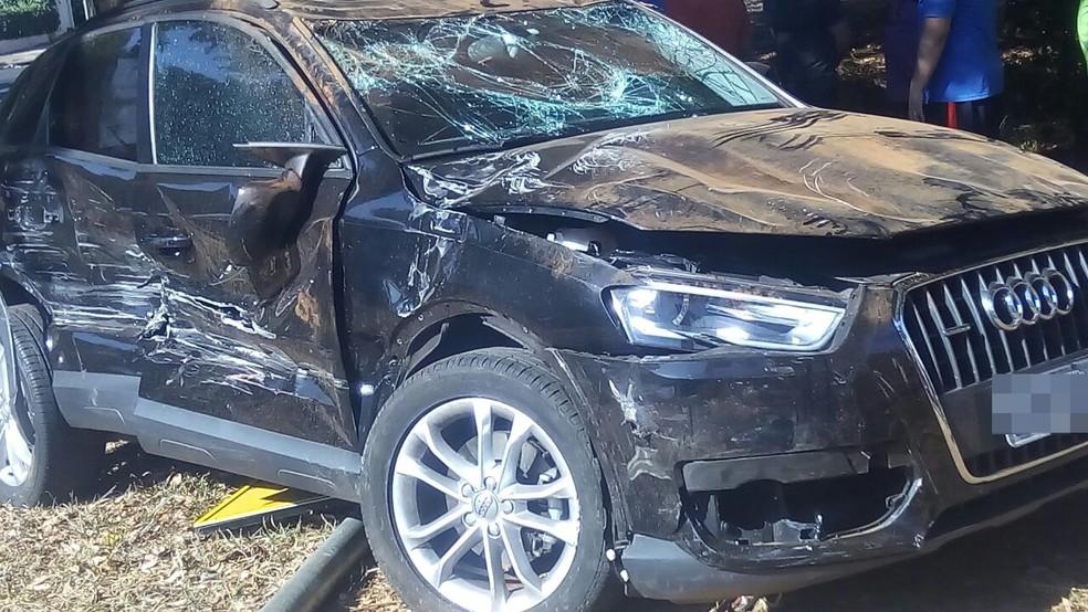 Carro de luxo capotou após colisão com outros veículos em avenida de Rio Preto (SP) (Foto: Arquivo Pessoal)