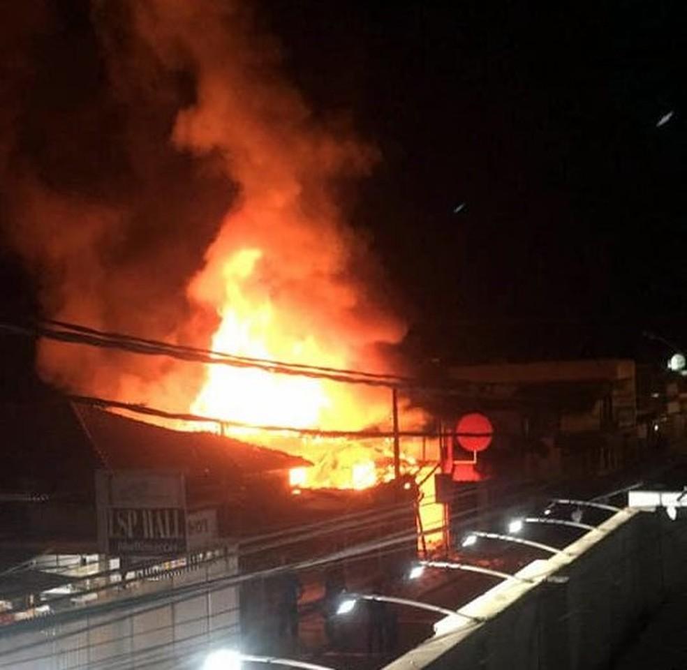 Corpo de Bombeiros foi acionado para controlar as chamas — Foto: Corpo de Bombeiros/Divulgação
