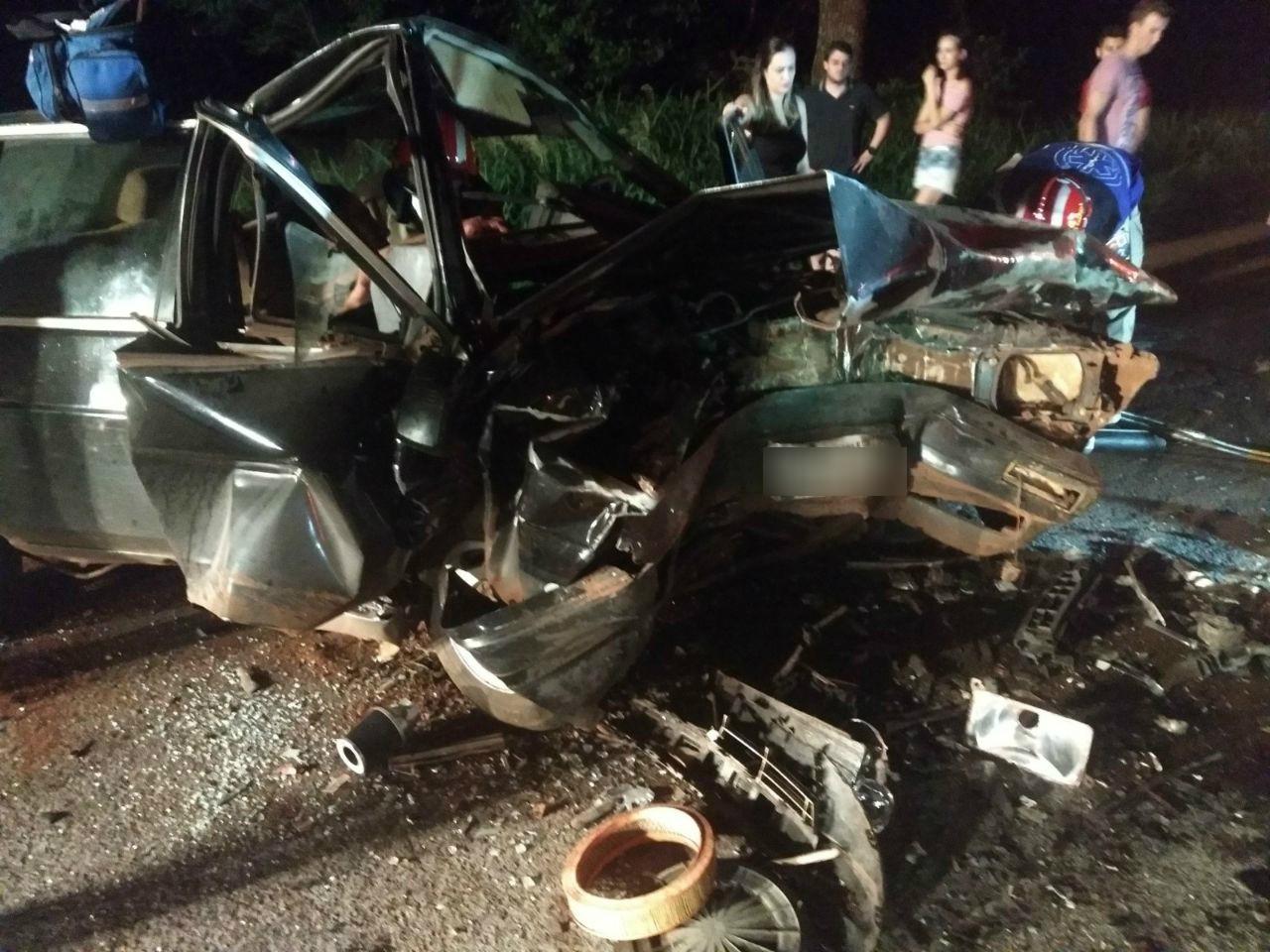 Acidente entre dois carros deixa cinco feridos na PR-182, em Toledo
