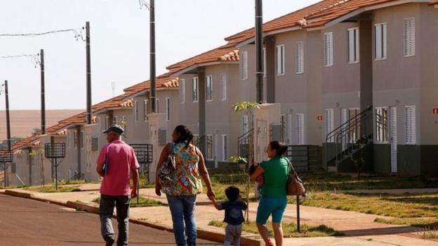 Programa Minha Casa, Minha Vida foi mantido por Michel Temer, mas gastos foram reduzidos (Foto: Agência Caixa via BBC)