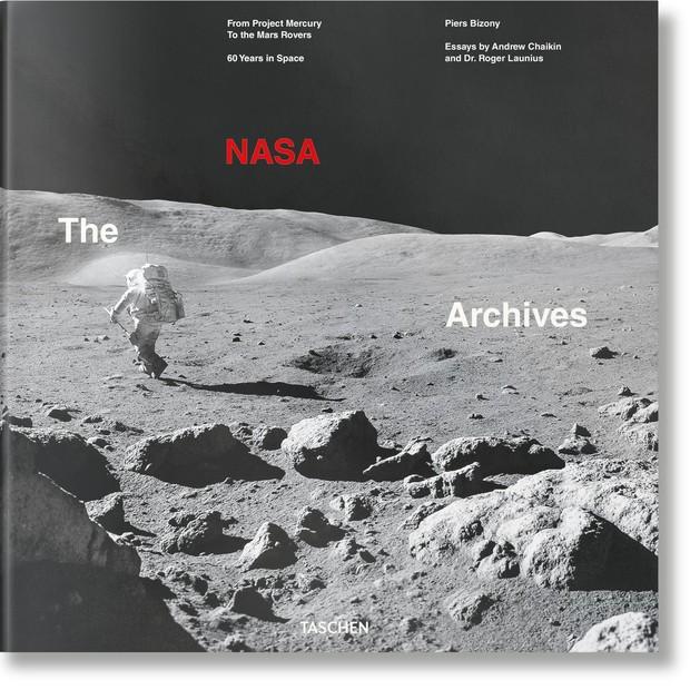 A capa do livro que será lançado com imagen sinéditas da exploração espacial liberadas pela Nasa (Foto: Divulgação/Taschen)
