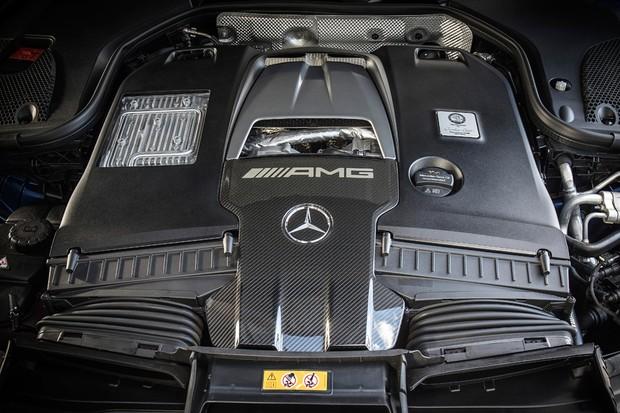 Motor V8 biturbo ajuda o AMG GT 63S a ultrapassar os 300 km/h (Foto: Divulgação)