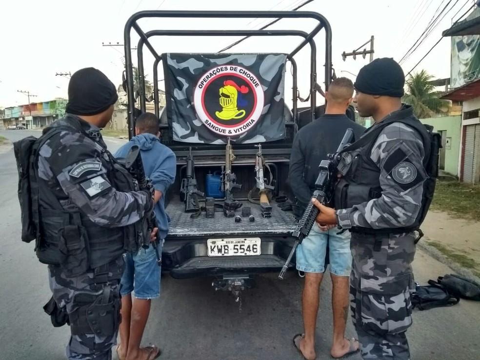 Homens do Batalhão de Choque também apreenderam fuzis (Foto: Divulgação/Polícia Militar)