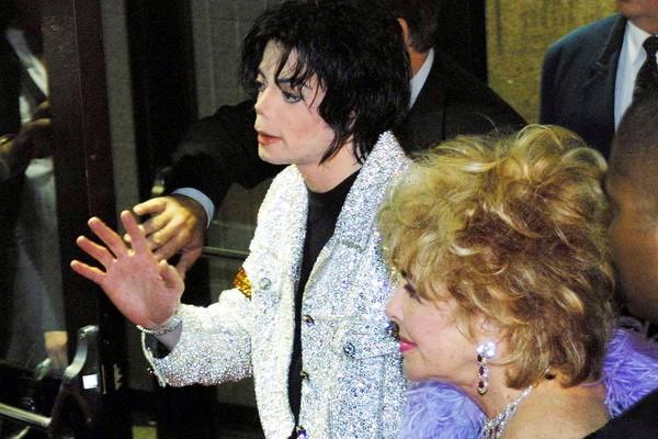 O cantor Michael Jackson e a atriz Elizabeth Taylor (Foto: Getty Images)
