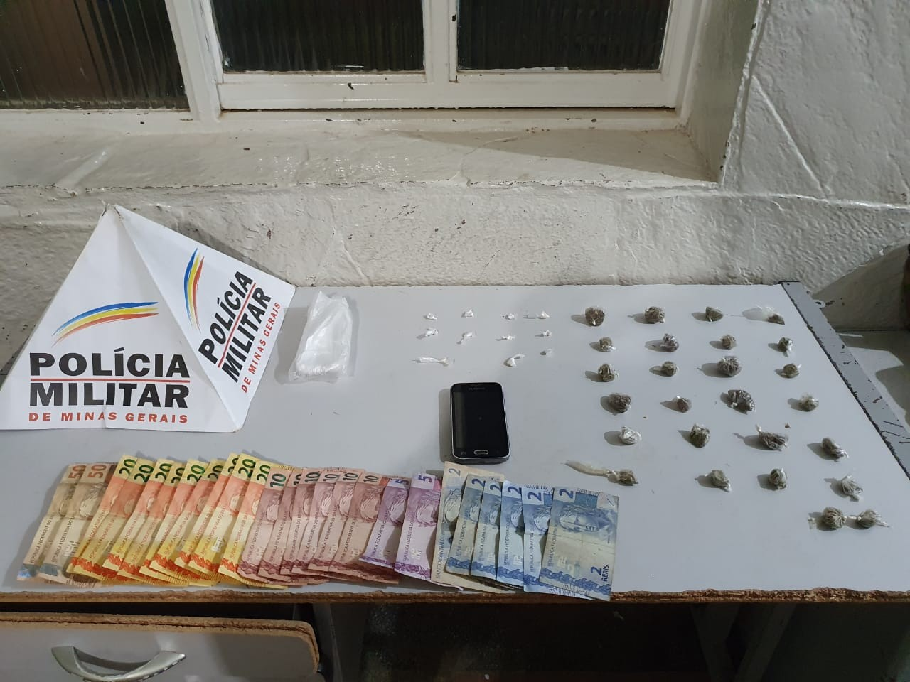 PM apreende menor que vendia drogas na Vila Mauriceia, em Montes Claros