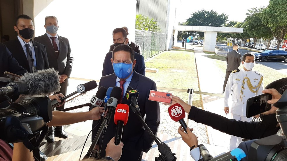 O vice-presidente Hamilton Mourão em imagem do dia 7 de junho, durante chegada ao Palácio do Planalto — Foto: Guilherme Mazui/G1
