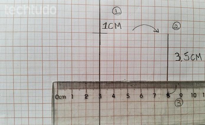 Faça o desenho do molde no papel (Foto: Barbara Mannara/TechTudo)