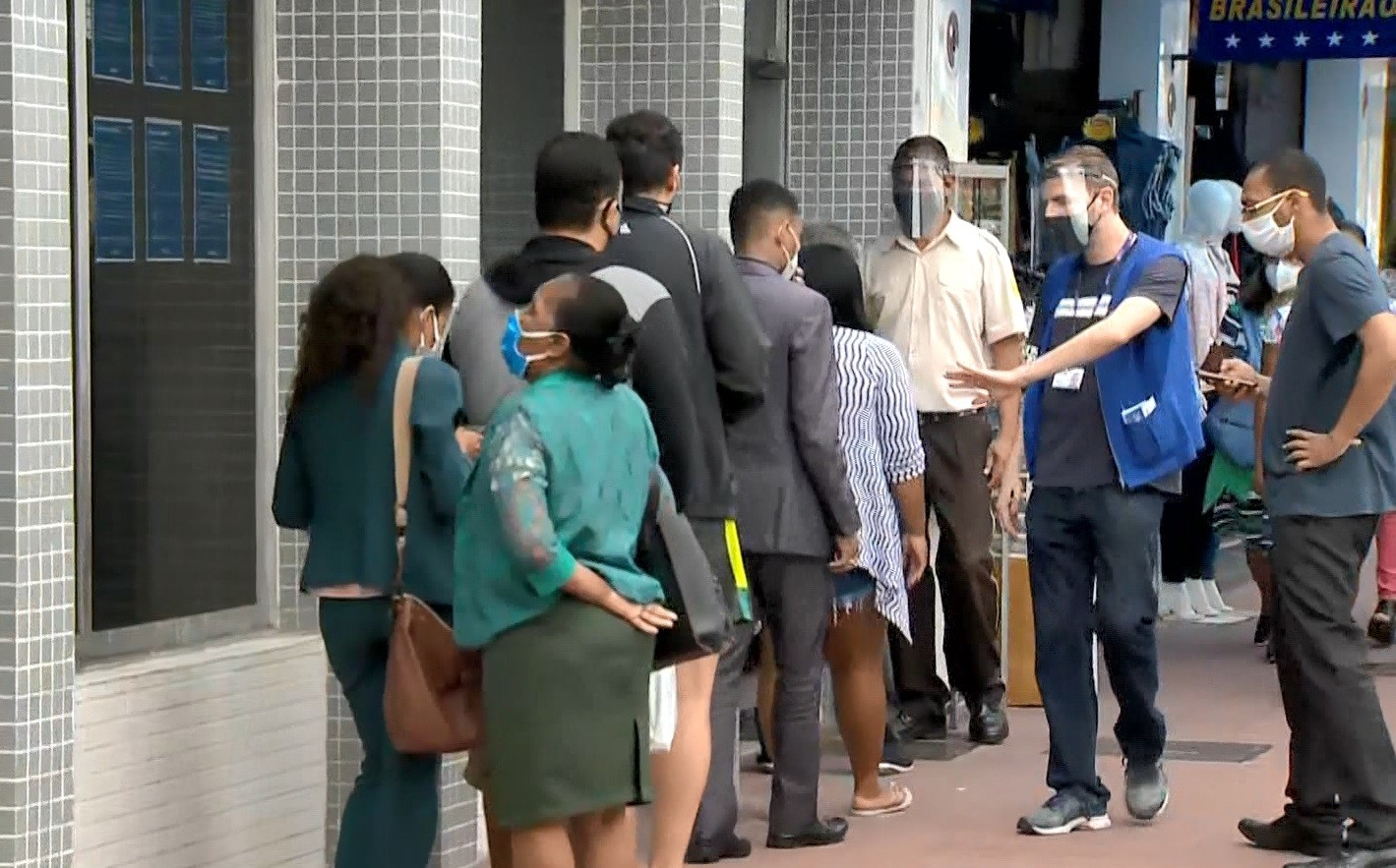 Criminoso invade e assalta agência de banco em Vila Velha, ES