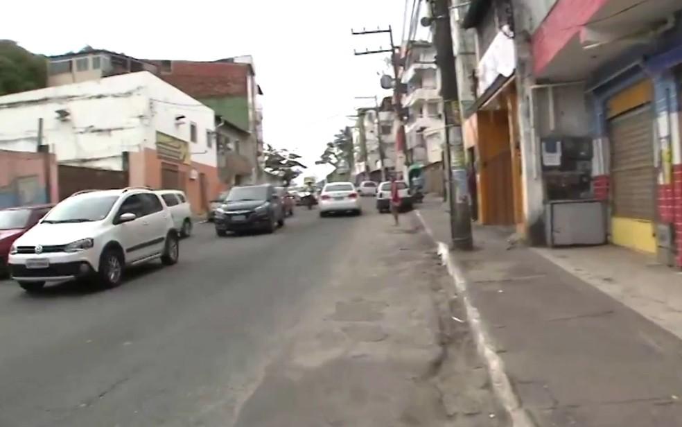 Lojas e outros estabelecimentos ficaram fechados na Avenida Jorge Amado, em Salvador (Foto: Imagem/TV Bahia)