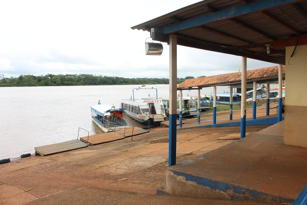 Barcos que fazem travessia entre Brasil e Bolívia não circularam hoje (Foto: Júnior Freitas/G1)