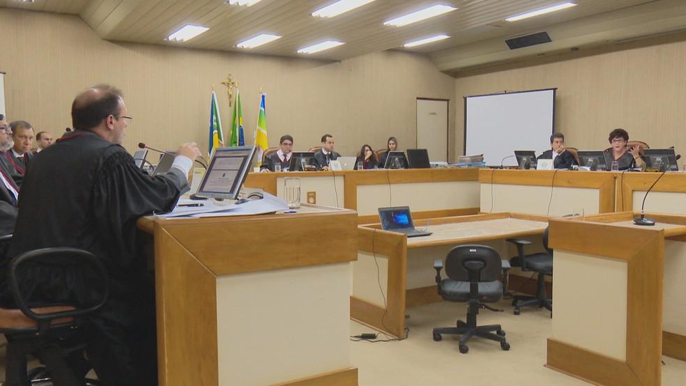 Tribunais estaduais pagam R$ 890 milhões por ano em penduricalhos a juízes