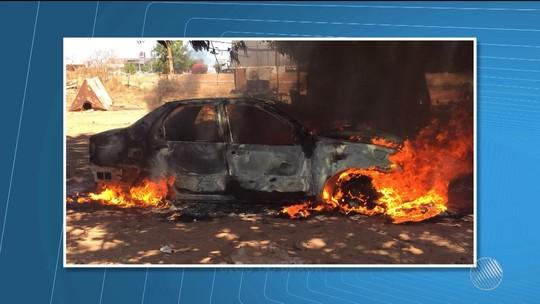 Carro pega fogo durante manutenção e mecânico fica ferido; veículo é destruído por incêndio