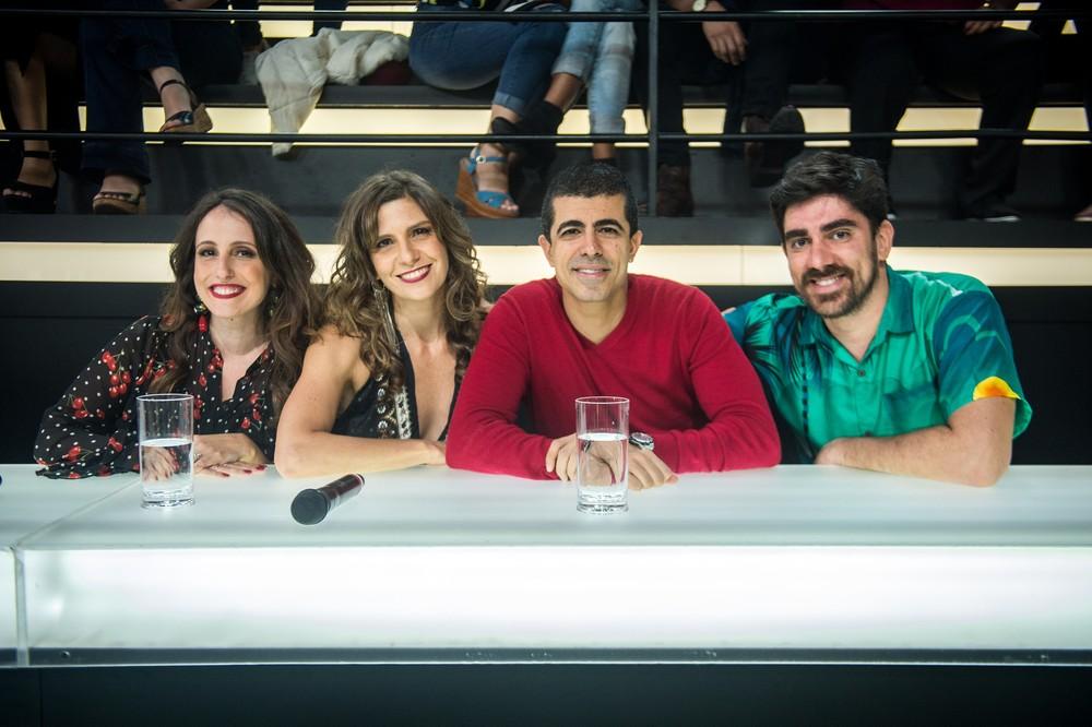 Luana Martau, Georgiana Góes, Marcelo Adnet e Marcius Melhem posam na bancada do 'Amor & Sexo' — Foto: Raquel Cunha/TV Globo
