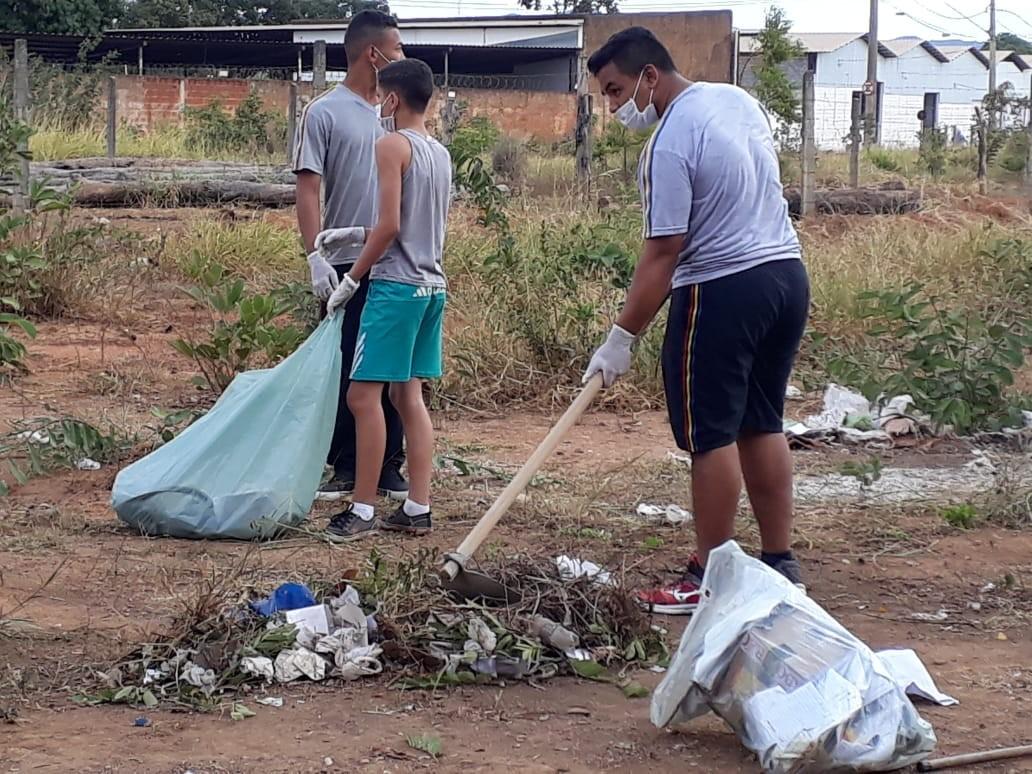 Projeto 'Desafio do Lixo' reúne 500 alunos para mutirões de limpeza contra a dengue, em Montes Claros - Notícias - Plantão Diário