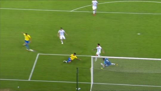 Neymar faz bela jogada, cruza e Richarlisson erra o gol, aos 23 do 2º tempo