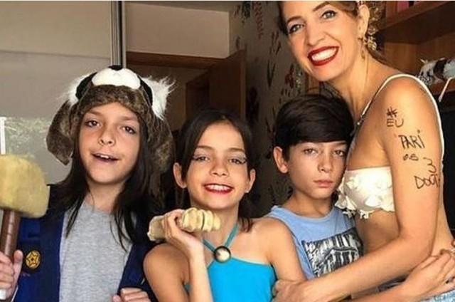 Poliana Abritta e os filhos trigêmeos (Foto: Reprodução)