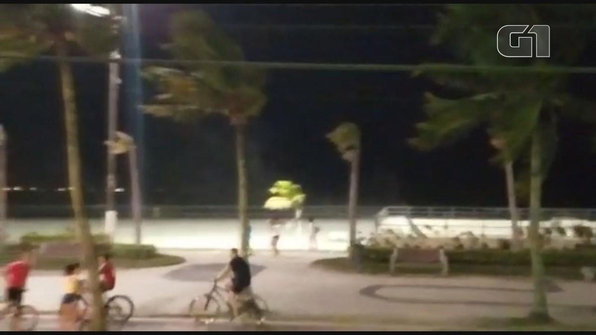 Forte vendaval atinge o litoral de SP após 'dia de verão'; VÍDEO – G1