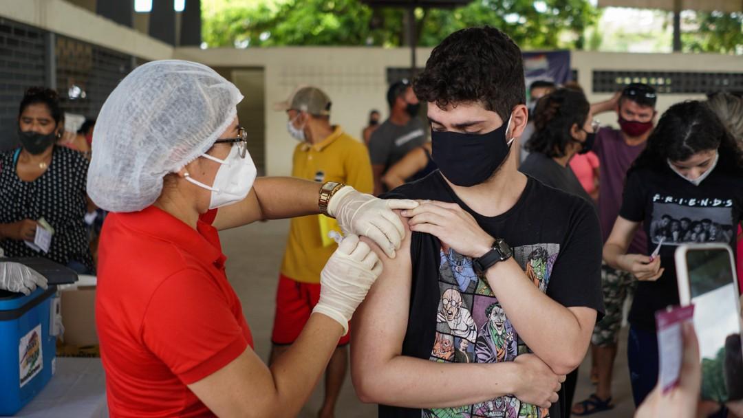 Rio Branco continua vacinando jovens com 18 anos ou mais contra a Covid em 12 pontos nesta sexta-feira