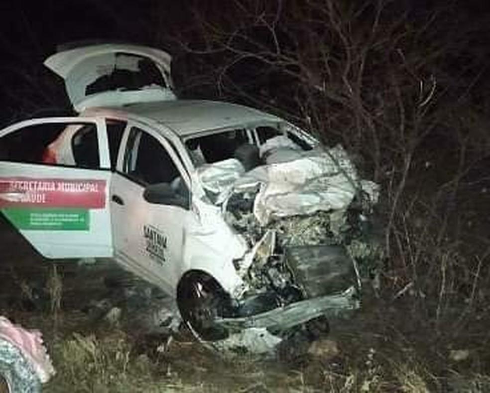 Colisão entre dois carros deixa quatro mortos na BR-304 — Foto: Cedida