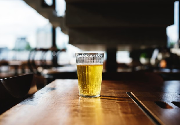 As prefeituras assinaram contratos de exclusividade com empresas de bebidas, que patrocinam os eventos em troca da exposição de suas marcas e venda de seus produtos (Foto: Pexels)