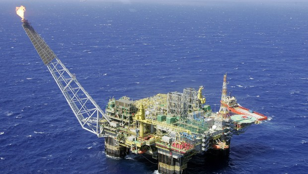 Plataforma de petróleo na Bacia de Campos (RJ) (Foto: REUTERS/Bruno Domingos)