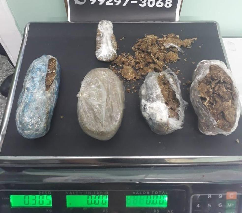 Ao todo, mais de 300 gramas de maconha foram apreendidos — Foto: Divulgação/Seap