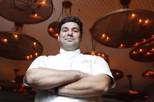 O chef Felipe Bronze ainda no Oro, que funcionava no Jardim Botânico