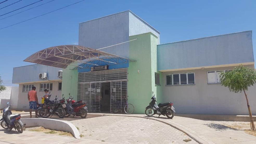 Posto de saúde foi alvo de vândalos em Parelhas, na região Seridó do RN — Foto: Oberdan Eduardo Bezerra