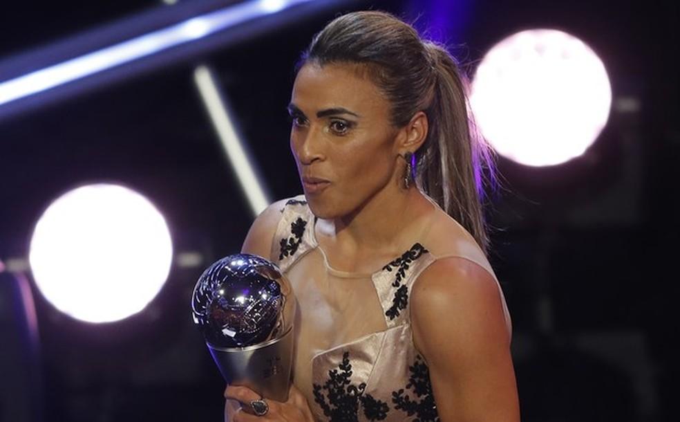 Marta é eleita a melhor jogadora do ano pela 6ª vez — Foto: Associated Press