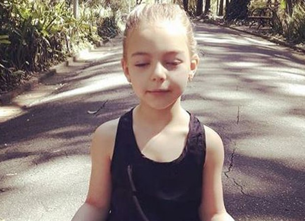 Filha de Sheila Mello posta foto meditando  (Foto: Reprodução/Instagram)