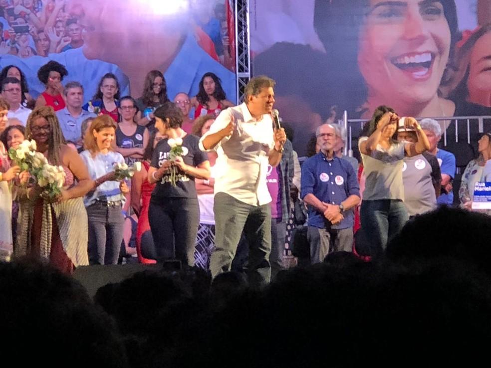 Haddad discursa durante comício na Lapa — Foto: Carlos Brito/G1