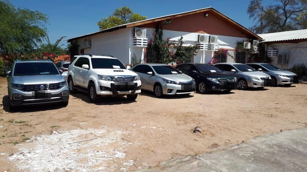 Veículos foram apreendidos em operação que terminou com quatro PMs presos na Bahia, por envolvimento com milícias — Foto: Divulgação/SSP-BA