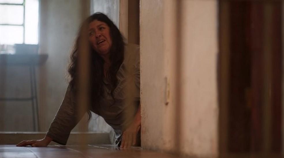 Lurdes se desespera — Foto: Globo