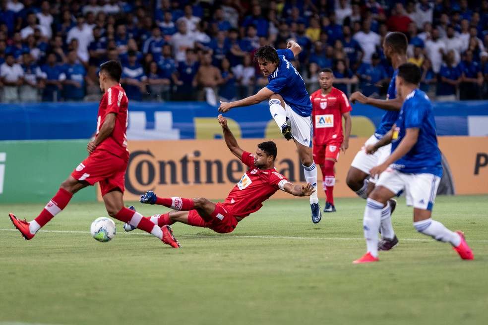 CRB duela com o Cruzeiro pela Copa do Brasil: jogo de volta foi suspenso — Foto: Gustavo Aleixo/Cruzeiro