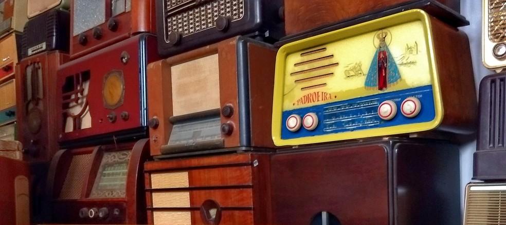 Restaurador comprou rádio com imagem de Nossa Senhora Aparecida (Foto: Fabio Rodrigues/G1)