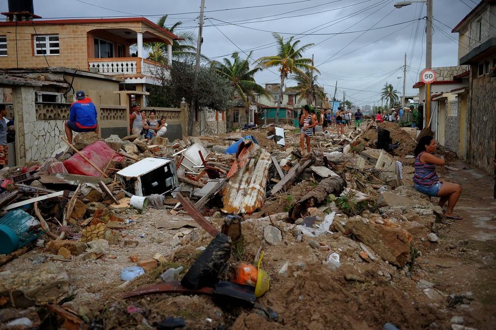 Destruição causada pela passagem do furacão Irma no bairro de Cojimar, em Havana (Cuba) (Foto: Yamil Lage/AFP)