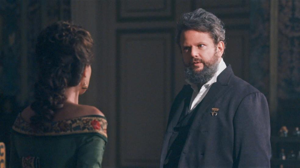 Pedro (Selton Mello) sente ciúme de Luísa (Mariana Ximenes) em 'Nos Tempos do Imperador' — Foto: Globo