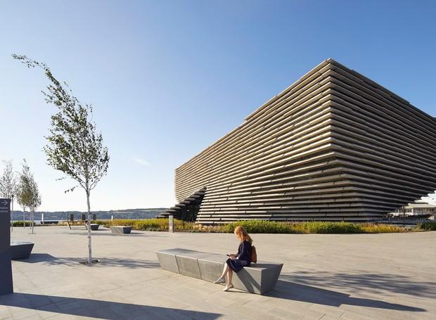 Apesar de ter forma de navio, visto de ângulos diferentes, o museu possui formatos modernos e geométricos (Foto: Hufton + Crow/ Reprodução)