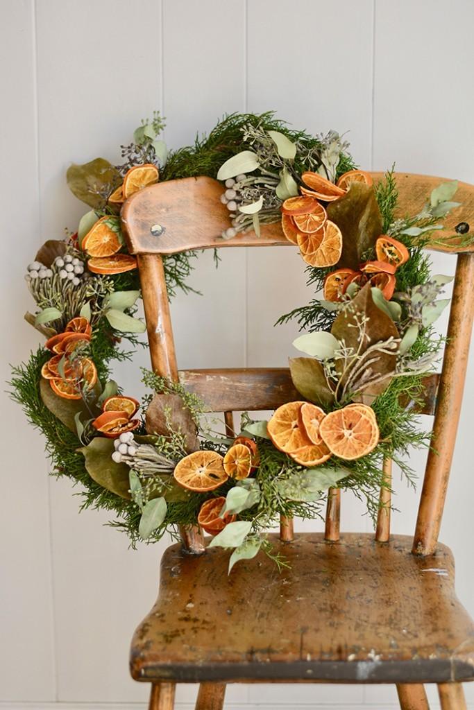 Guirlanda com laranjas desidratadas (Foto: Reprodução / Romantic Homes)