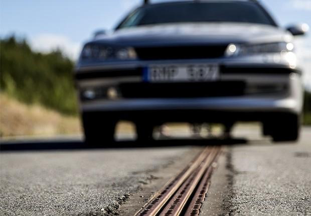 Estrada na Suécia recarrega carro elétrico (Foto: eRoadArlanda/Divulgação)